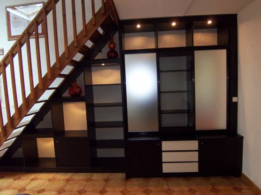amnagement sous escalier with meuble tv sous escalier. Black Bedroom Furniture Sets. Home Design Ideas